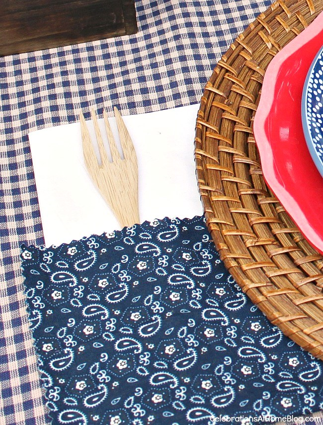 No sew fabric napkin pockets for a backyard cookout.