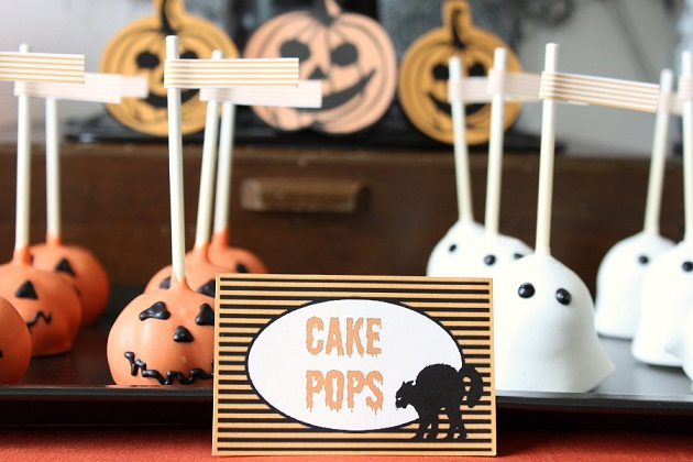 Kids halloween treats table celebrations at home for Easy halloween cakes to make at home