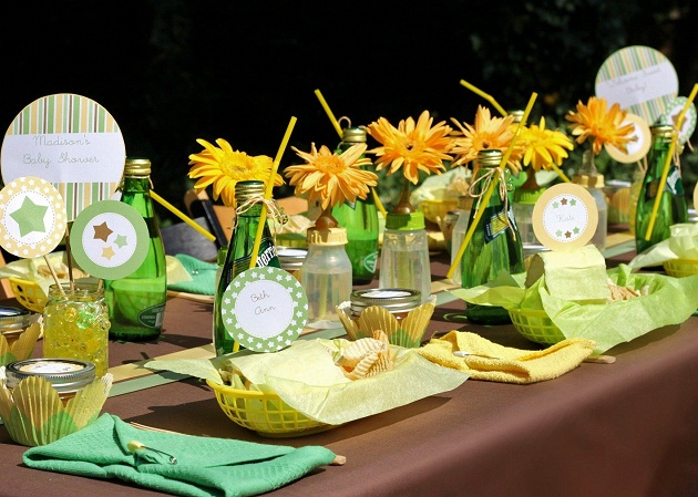 Backyard baby shower for baby lifestyles magazine for Backyard baby shower decoration