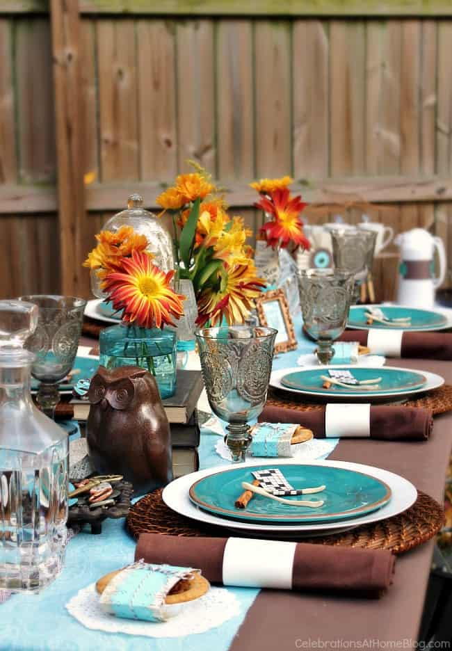 Fall eclectic table setting ideas celebrations at home for Modern fall table decorations