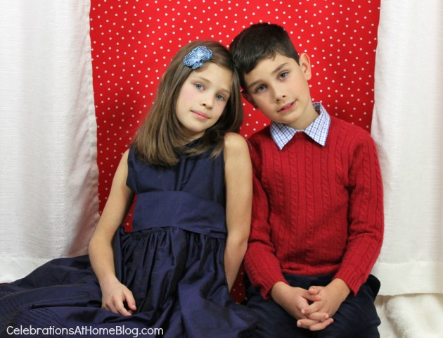 How To Create Your Own Christmas Photo Cards, boy and girl sitting