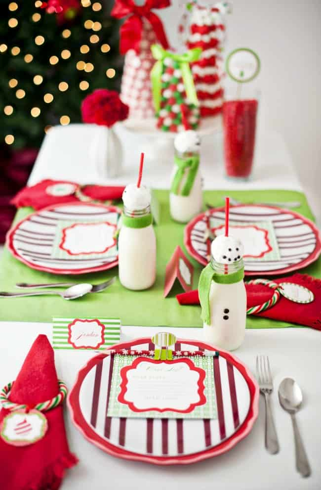 You'll love this kids Christmas table set in classic red and green, with some fun table activities to keep them busy while waiting for the big meal. Get inspired here; childrens Christmas party; kids table Christmas #Christmas #KidsChristmasTable #KidsTable #ChristmasTablescape