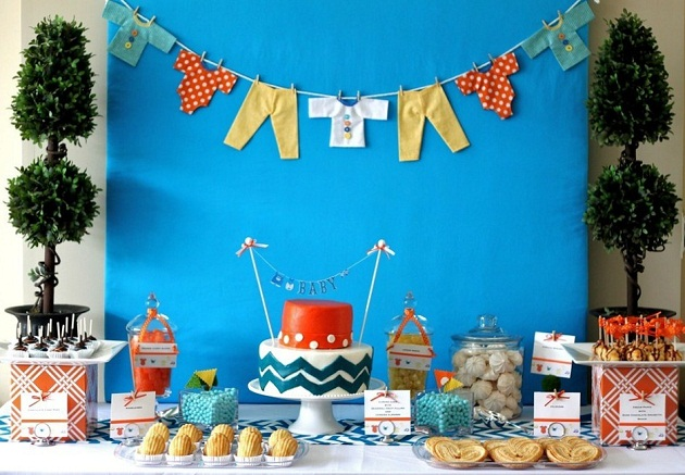 Baby clothesline baby shower guest feature for Baby clothesline decoration