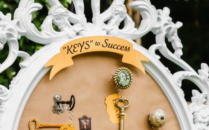 keys to success key display