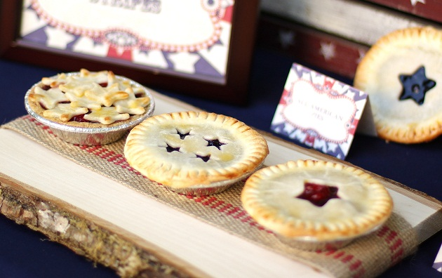 dress up mini pies with star cutouts, for the 4th of July - Celebrations At Home #dessert #pie #4thofjuly