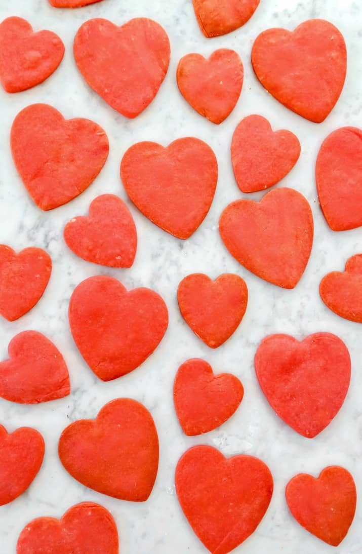 shortbread cookie recipe, red hearts shapes