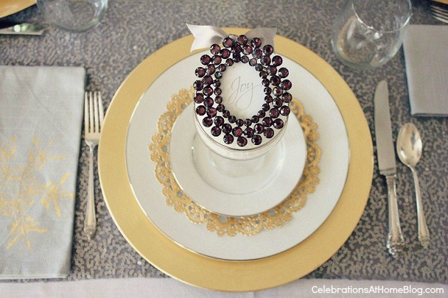 frame ornament at place setting