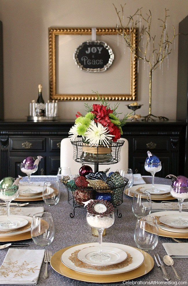 Last minute Christmas tablescape using ornaments
