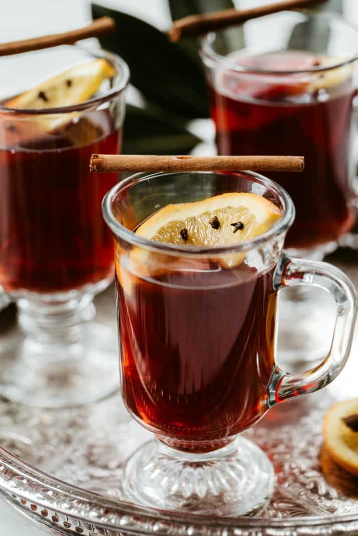 slow cooker mulled wine with orange slice garnish