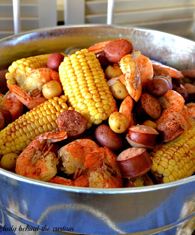 Lady-Behind-The-Curtain-Country-Shrimp-Boil-13