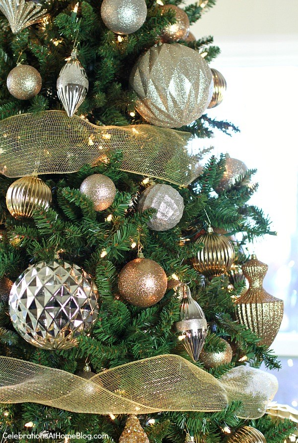 tips for decorating your Christmas tree so you can update it each year