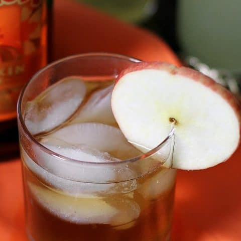 Make this apple pumpkin spice cocktail recipe for your holiday entertaining at home.