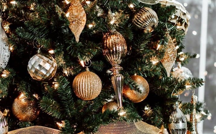 BEST Tips for Decorating Your Christmas Tree