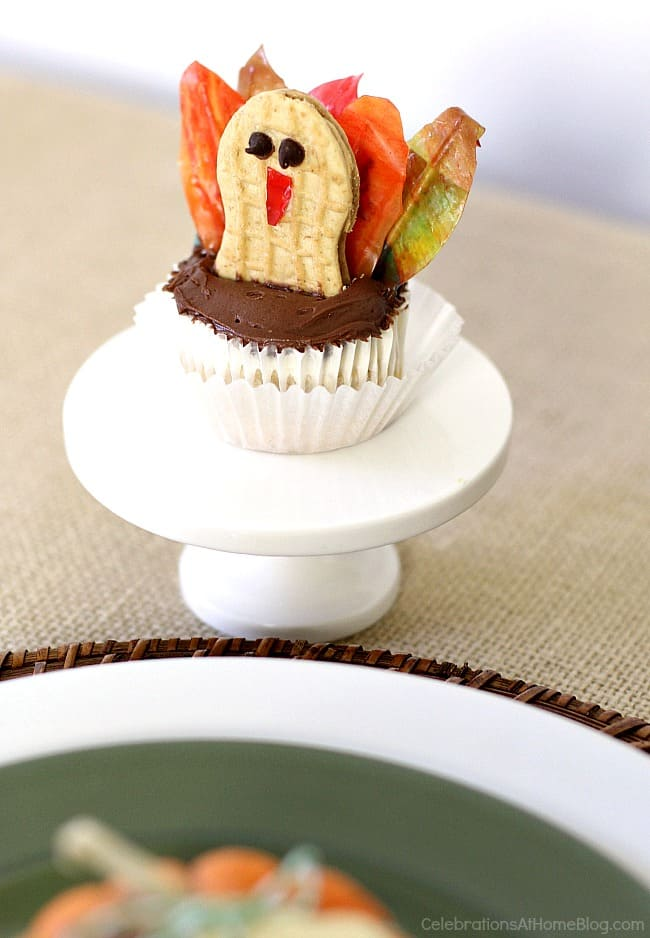 Make this diy Thanksgiving turkey cupcake for the kids table this year.