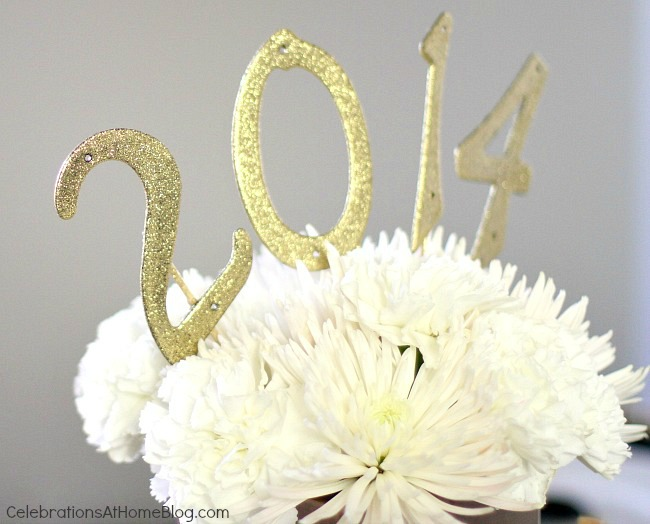 golden glam NYE centerpiece