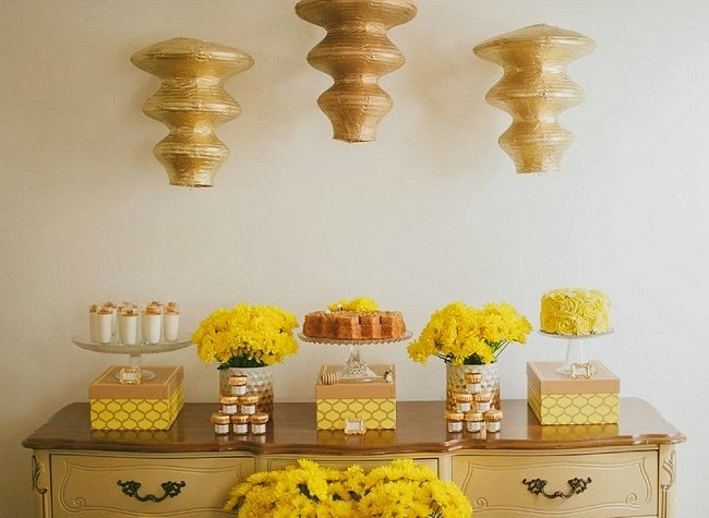 Honeycomb Themed Baby Shower Guest Feature