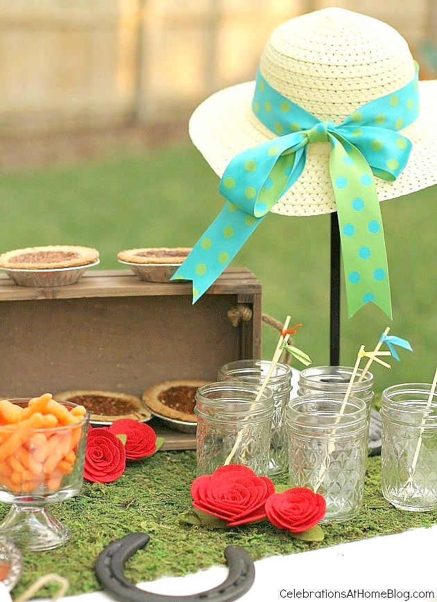 These are my top tips & recipes to host the best derby viewing party, guaranteed! Decor, inspiration, classic food & drink, all right here! Kentucky Derby party ideas - hat centerpiece