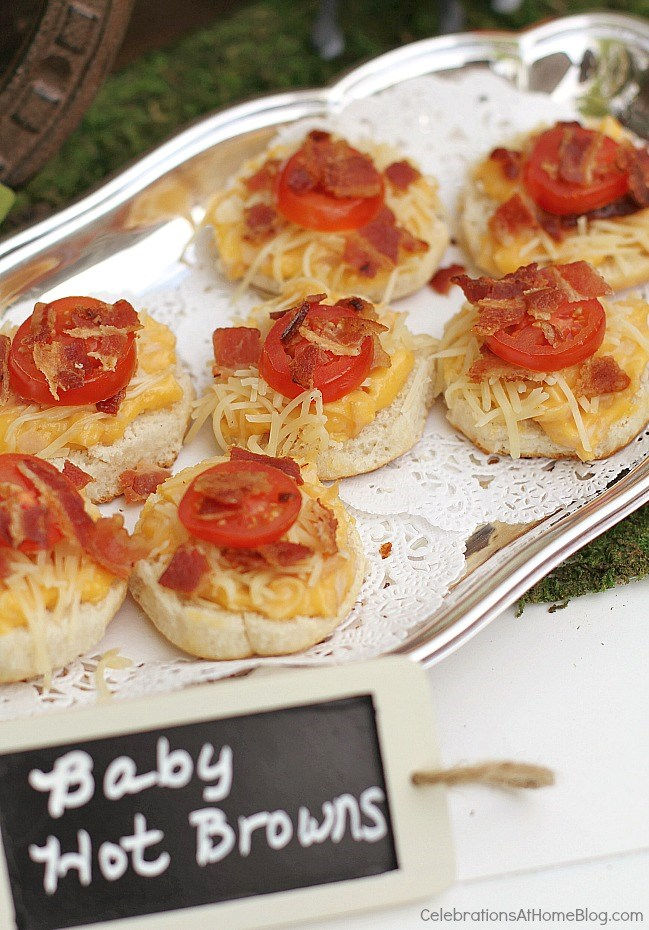 These are my top tips & recipes to host the best derby viewing party, guaranteed! Decor, inspiration, classic food & drink, all right here! mini hot browns recipe