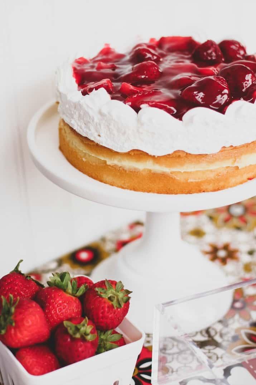 strawberry cake for summer