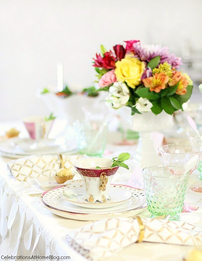You'll get inspired by this beautiful bridesmaid luncheon with menu & recipes in a modern-meets-vintage style. Would be beautiful for any ladies luncheon or tea party!