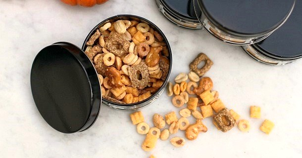 "Halloween Party Snack Mix :: ""Kitty Kibble"""