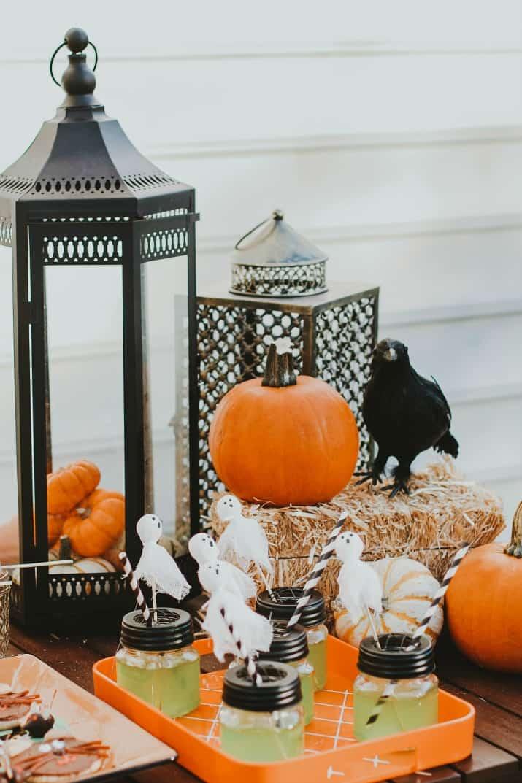 Halloween party table decor