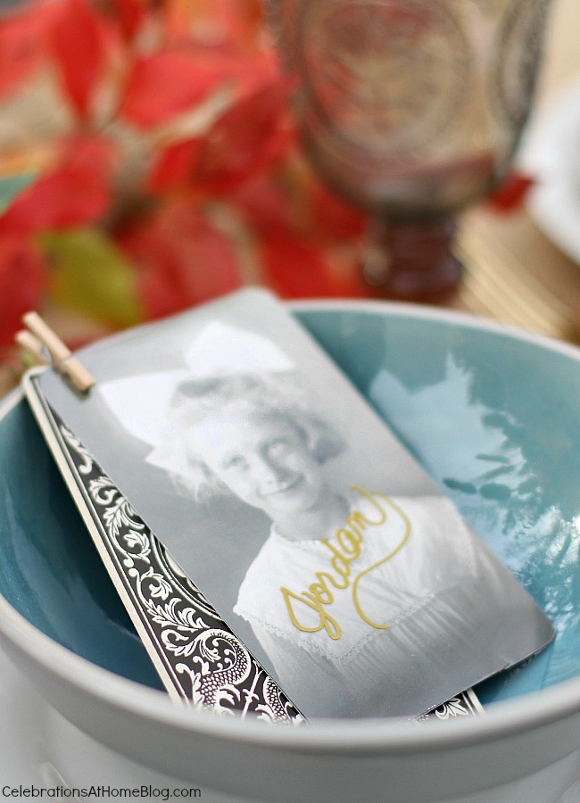 Set a simple and elegant Thanksgiving table with these ideas and inspiration. - diy place cards are vintage inspired