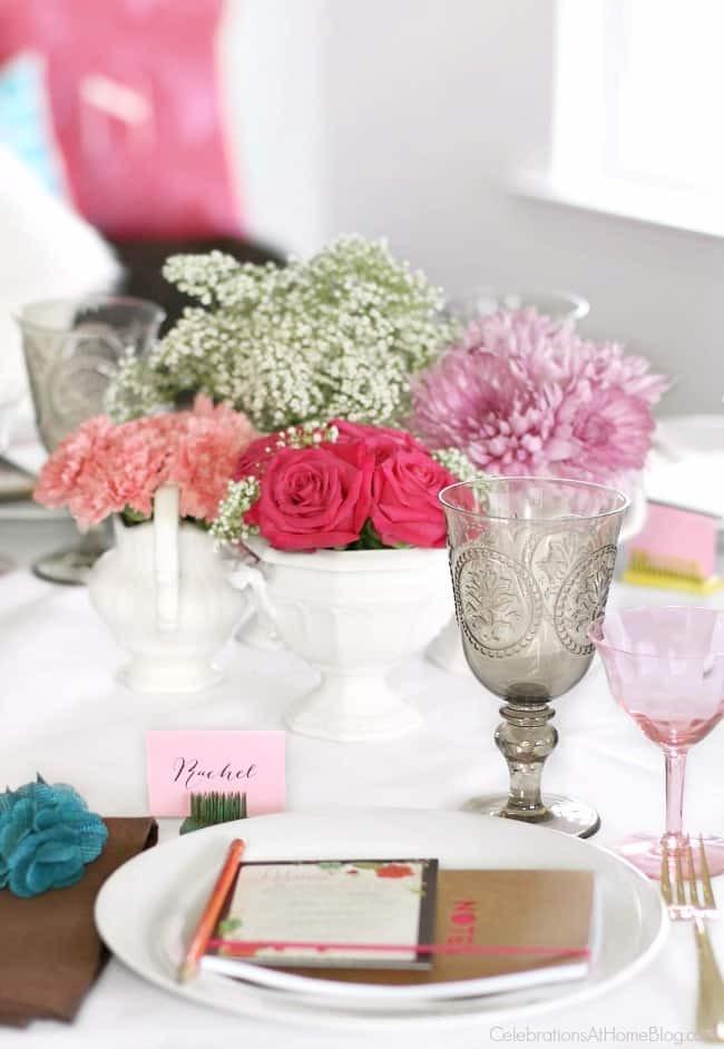 Baby shower place setting. Get ideas from this baby shower inspiration shoot. Lots of decor and tips!