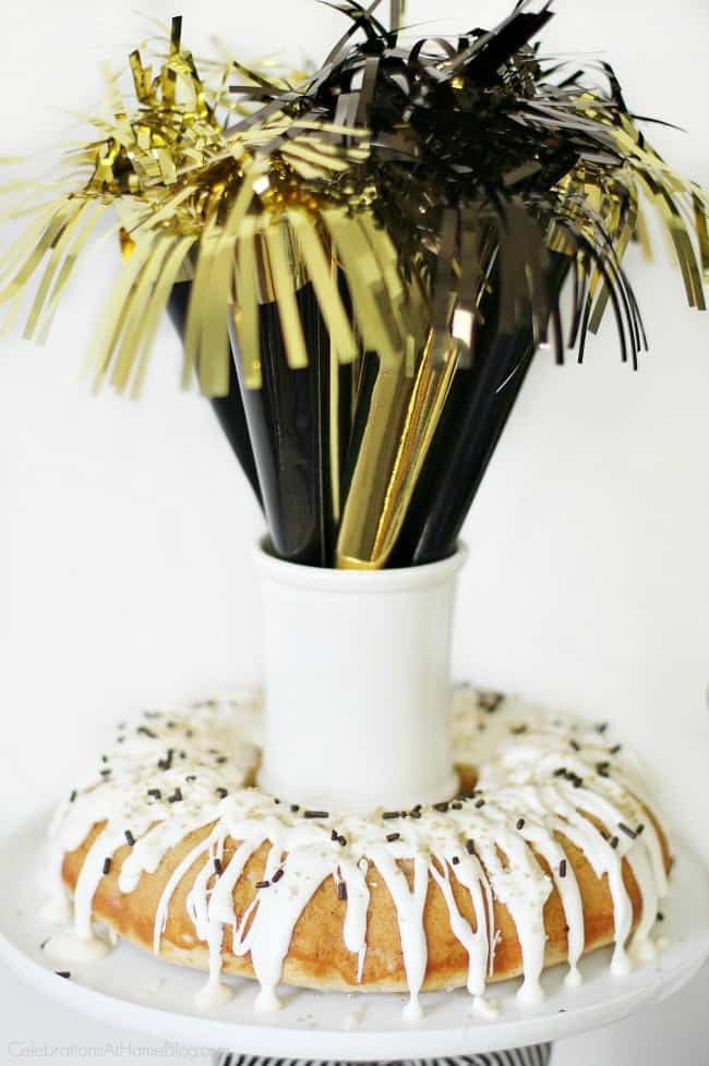 Host a New Years Eve party with a cocktail and appetizers buffet. See ideas for this black and gold party here. #NewYearsEve #PartyBuffet #CocktailParty #BlackandGold #AppetizersParty