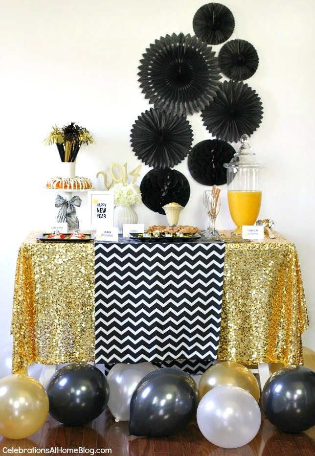 Entertaining host a new years eve party celebrations for Home decorations for new year