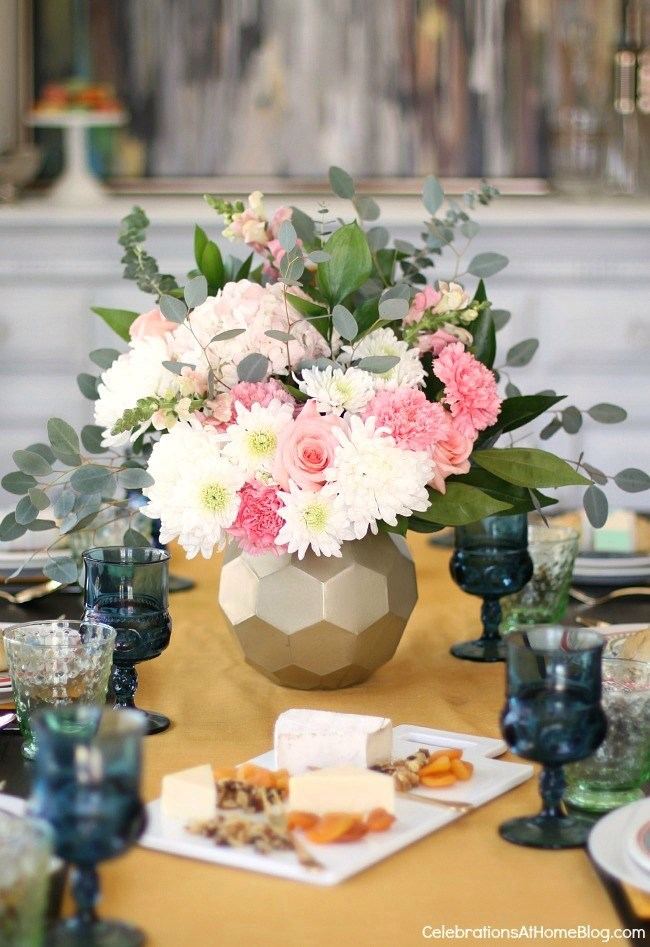Spring table setting; See how to add more color to the dining table with 2 different looks for Spring entertaining. I've set one table, two different ways using the same items. See what I changed, here.