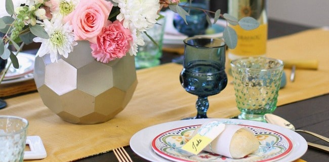 How to Add More Color to the Dining Table with 2 Different Looks