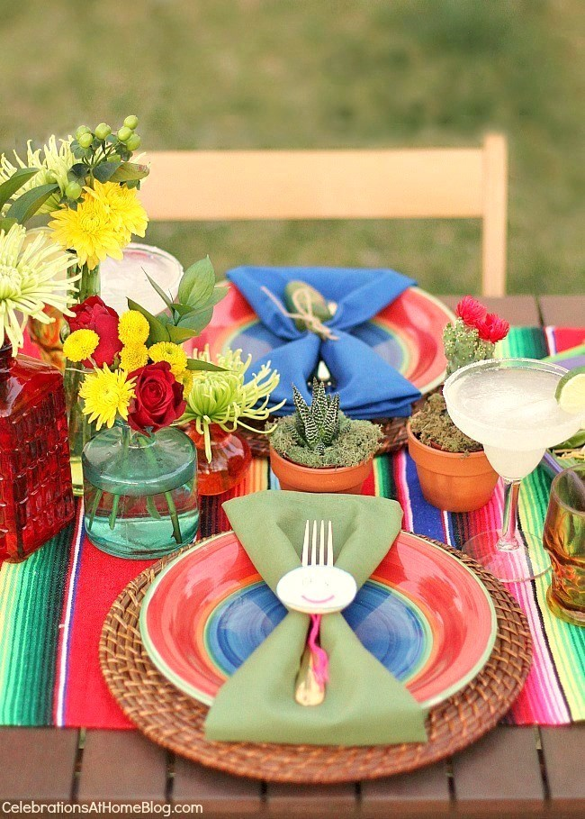 You'll love these entertaining and party ideas for Cinco de Mayo - place setting decor.