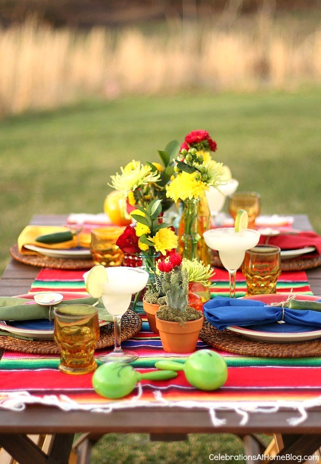 You'll love these entertaining and party ideas for Cinco de Mayo. Get inspired with this fiesta table setting.