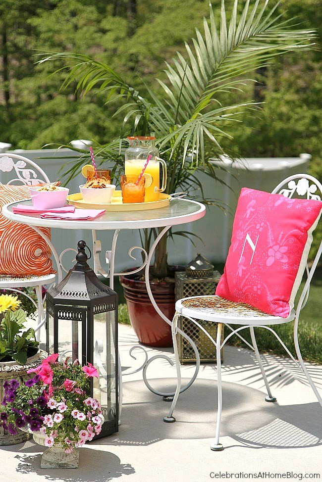 Create A Cozy Outdoor Entertaining Space With Flowers And