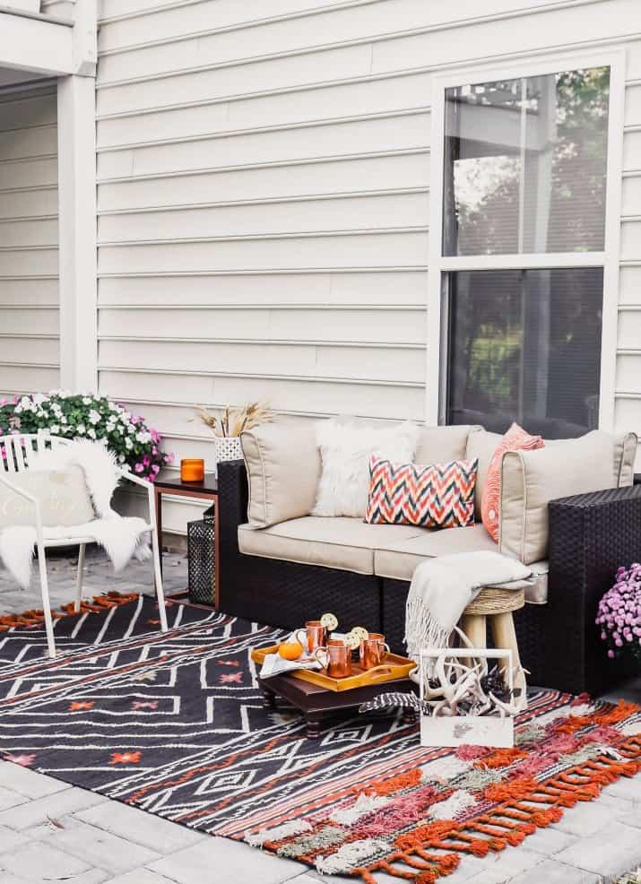 fall patio decorating