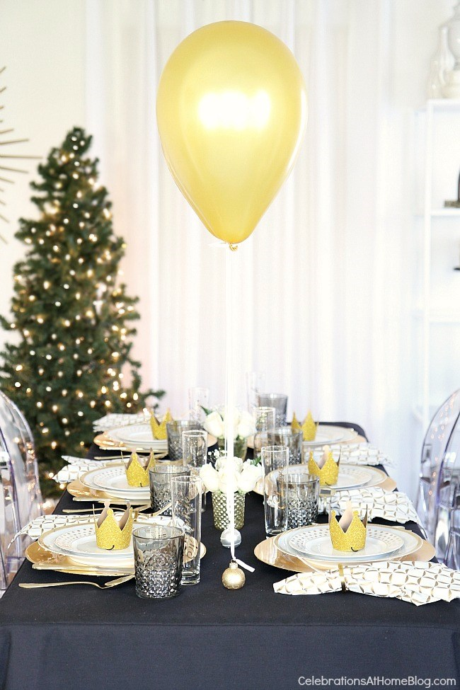 Holiday Table Setting With Balloons Centerpiece