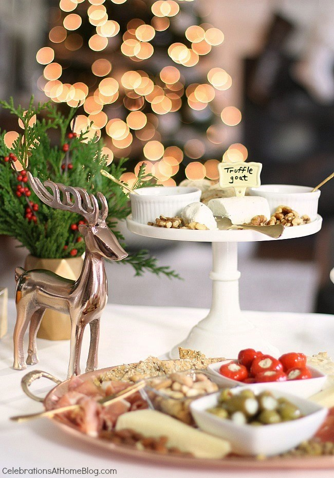 Set up an easy cocktail party with these entertaining tips from CelebrationsAtHomeblog.com  #cocktailparty #entertaining #christmasparty #christmas  Christmas cocktail party tips.