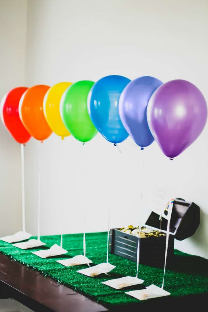 St Patricks day party favors balloon display