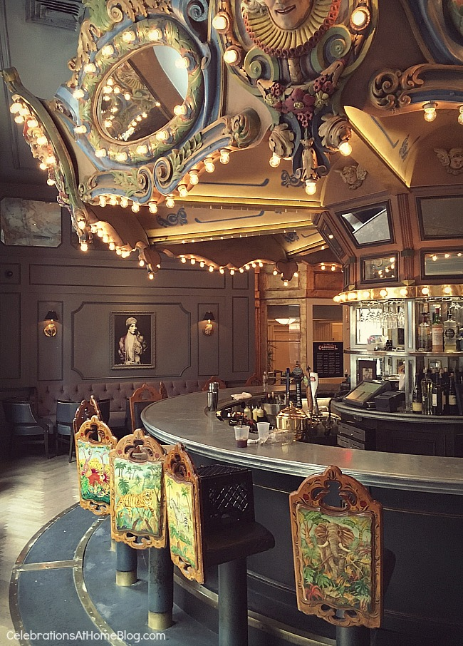 I'm sharing our experience visiting New Orleans, from our fabulous hotel, to some delicious restaurants, and everything in between. Hotel Monteleone Carousel Bar
