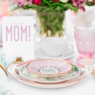 mothers day place setting with card