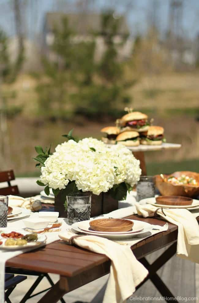 al fresco dinner party tablescape, neutral colors