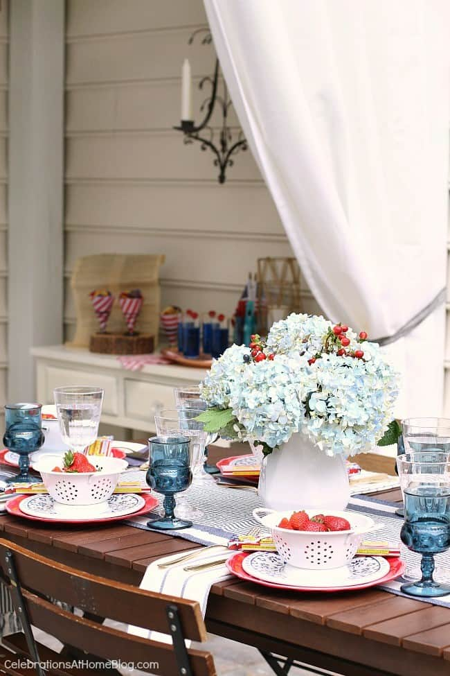 red white & blue party tablescape and decor