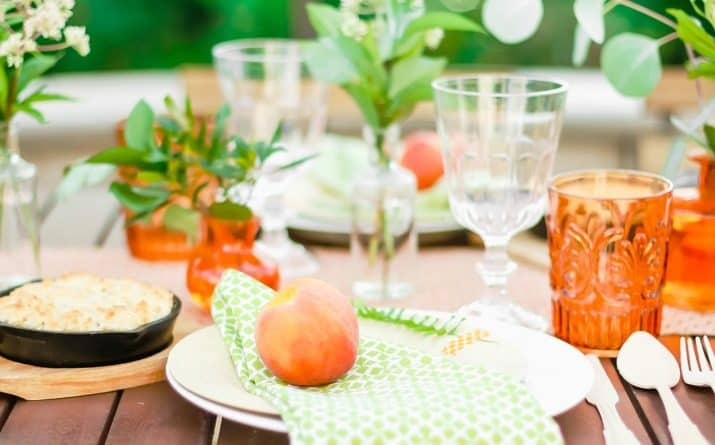 How to host an awesome peach theme garden party