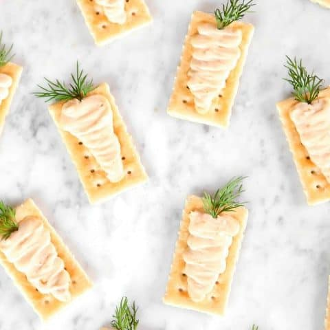 carrot shaped filling on crackers