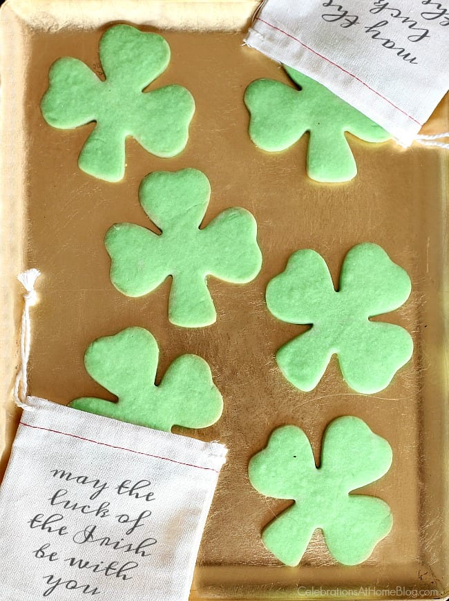 Irish themed dinner party or St Patricks day party with inspiration and recipes, found here. St Patricks day party favors