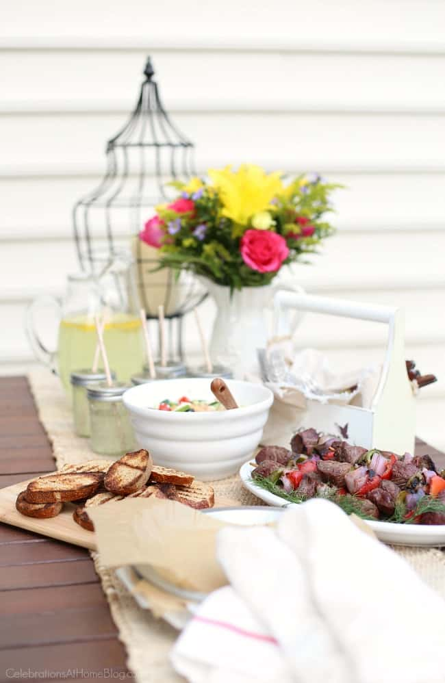 5 easy backyard bbq ideas with tasty recipes.