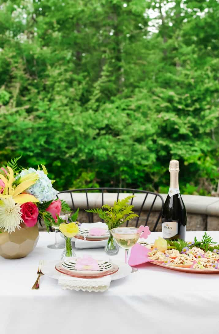 spring table setting outside