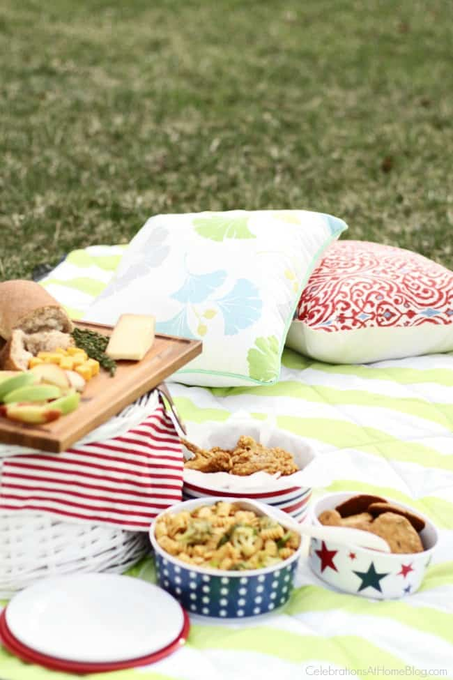 set up a fun backyard picnic with these decorating ideas.