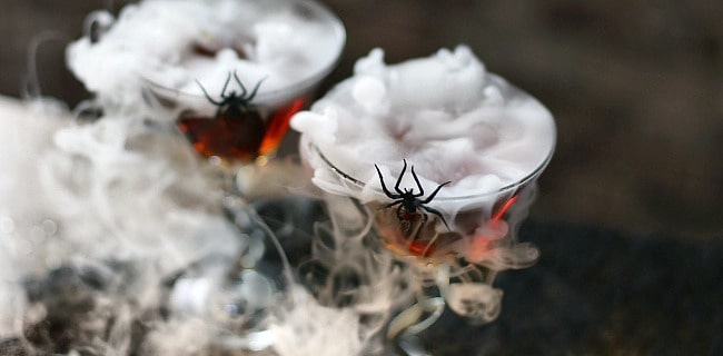 Halloween Cocktail Black Widow Martini